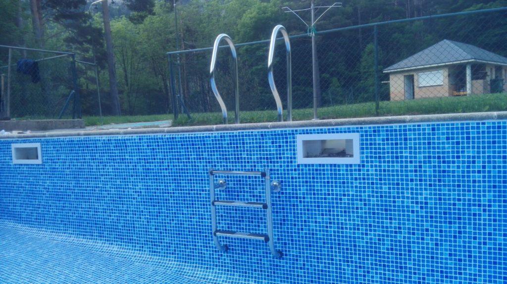 Limpiar liner piscina vacia affordable pegamento adhesivo for Limpieza fondo piscina